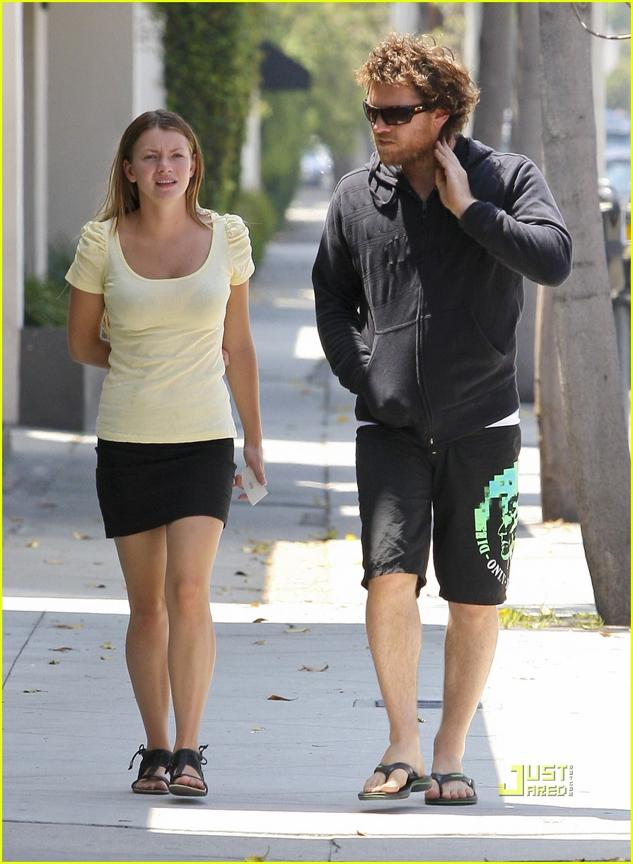 sam worthington girlfriend walk 02