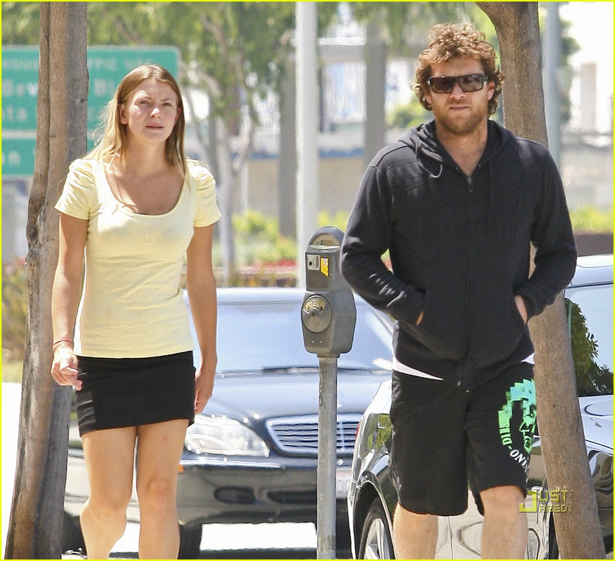 sam worthington girlfriend walk 092568877