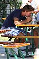 patrick schwarzenegger buys lunch 07