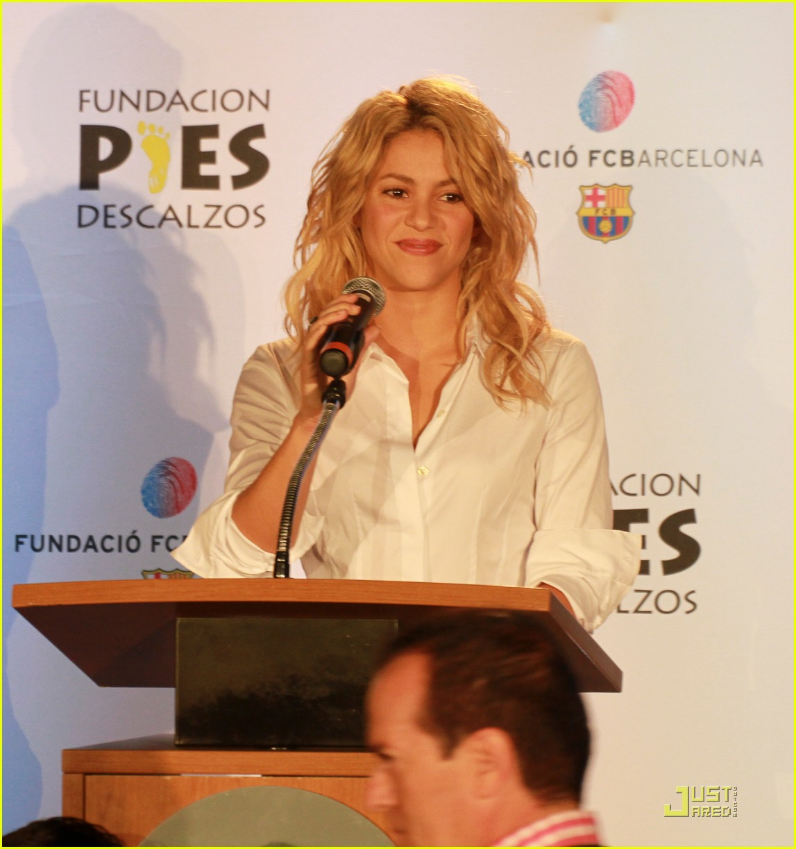 shakira barefoot foundation event with gerard pique 032566448