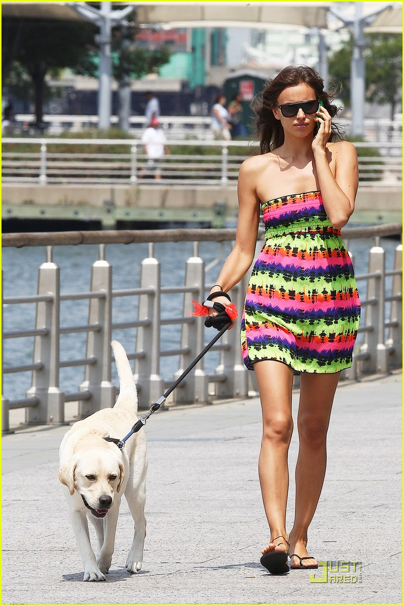 irina shayk dog nyc 012567226