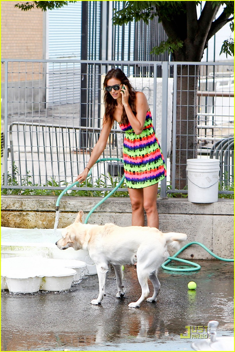 irina shayk dog nyc 042567229