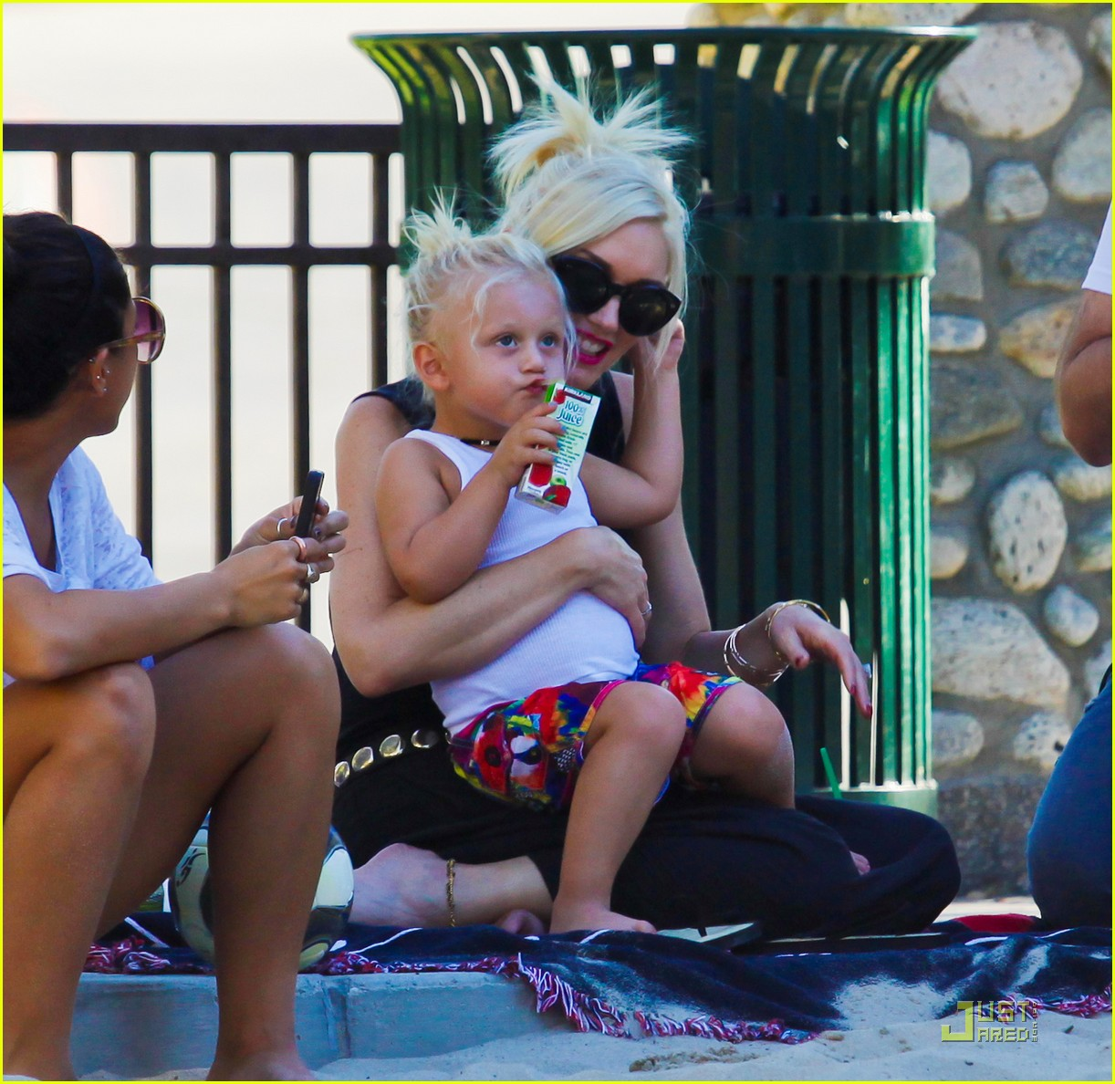 gwen stefani park playtime with zuma 062567006