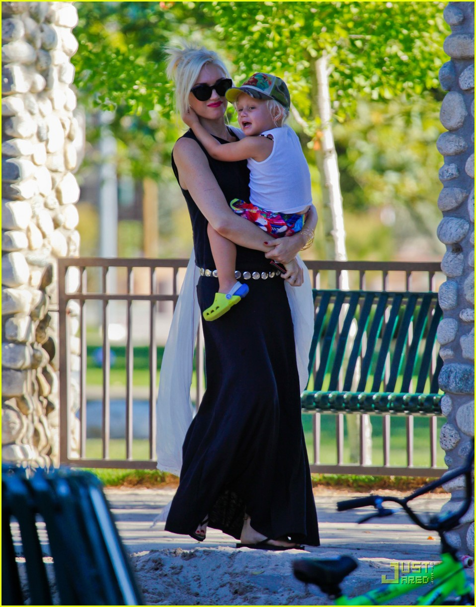 gwen stefani park playtime with zuma 14