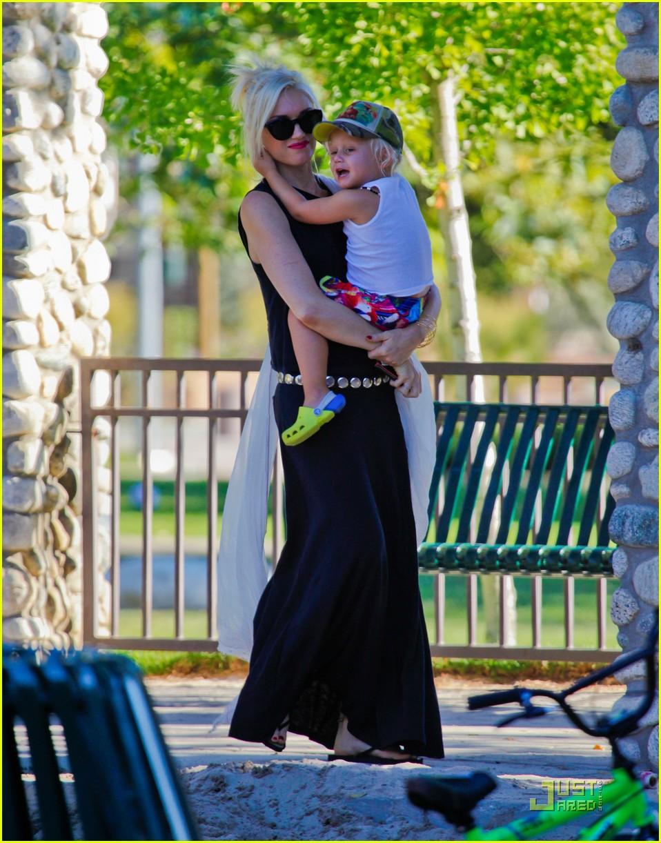 gwen stefani park playtime with zuma 14