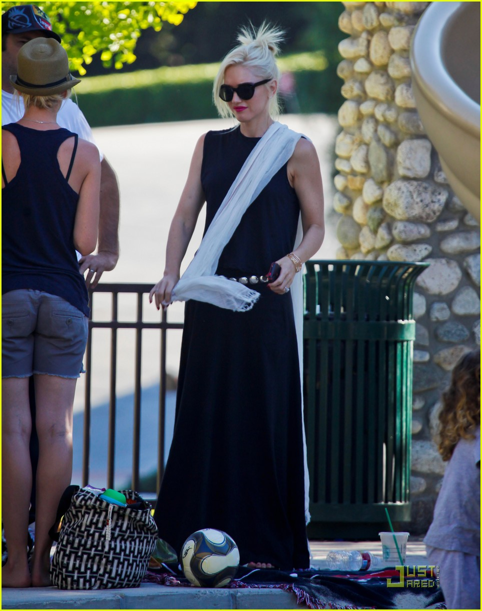 gwen stefani park playtime with zuma 192567019