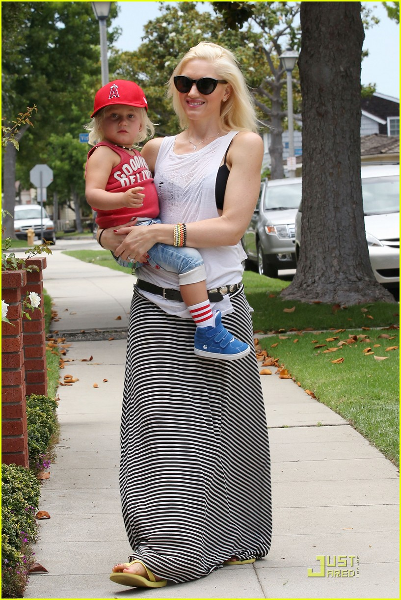 gwen stefani park playtime with zuma 262567026