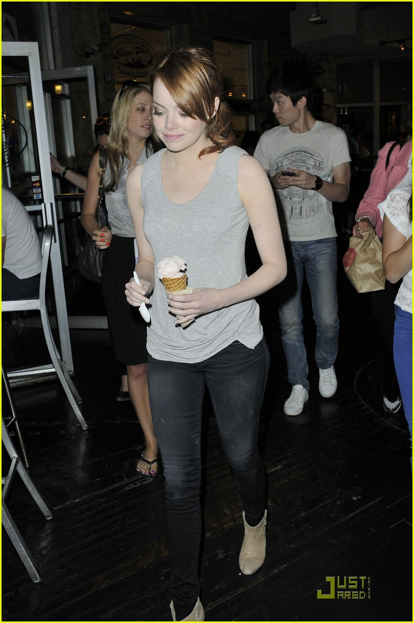 emma stone the help debuts to strong numbers 042569612