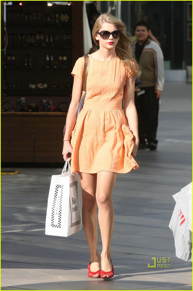 taylor swift shopping peach dress 042568813