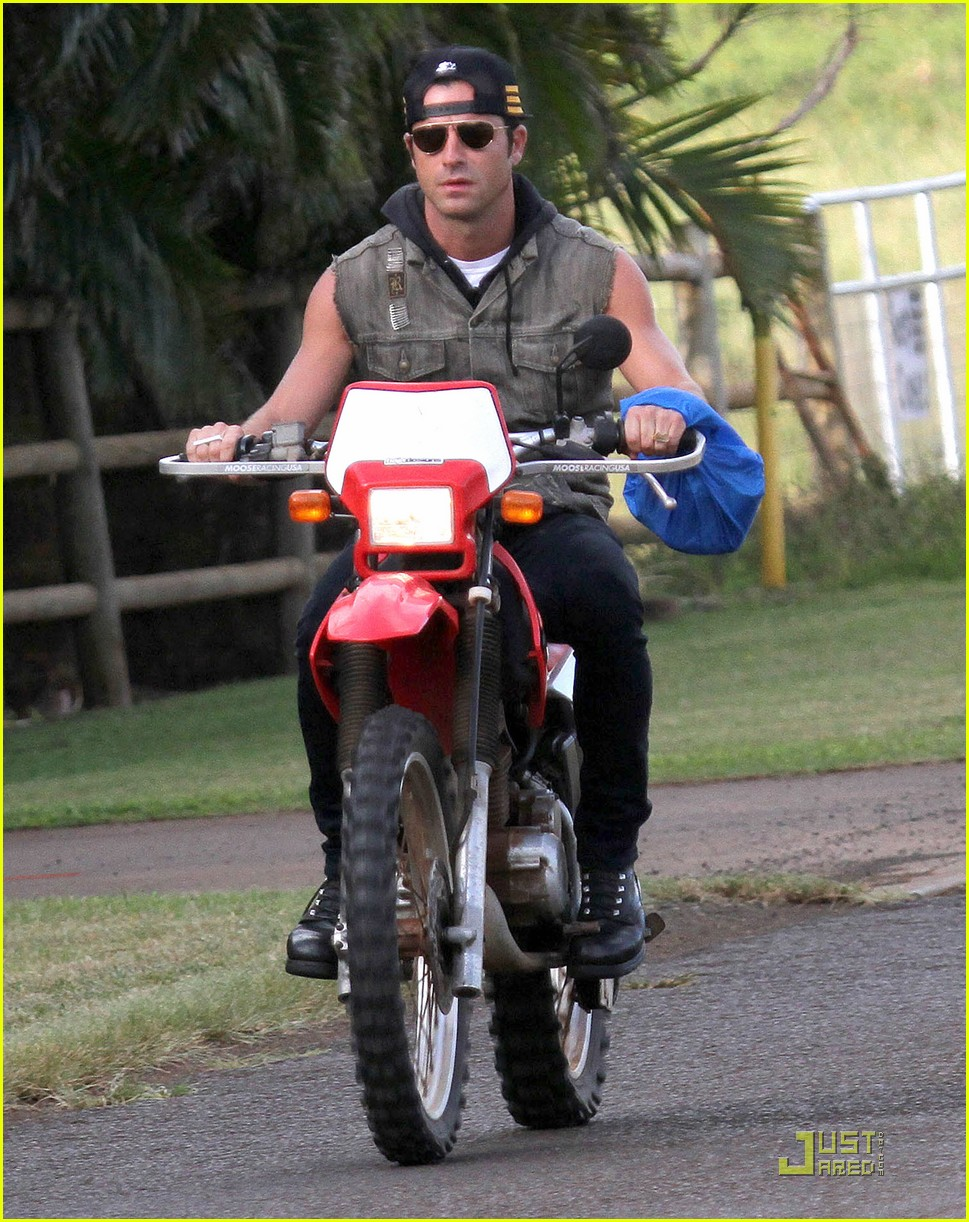 justin theroux rides without a helmet 022569666