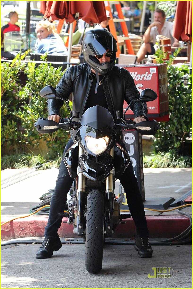 justin theroux motorcycle man 012571153