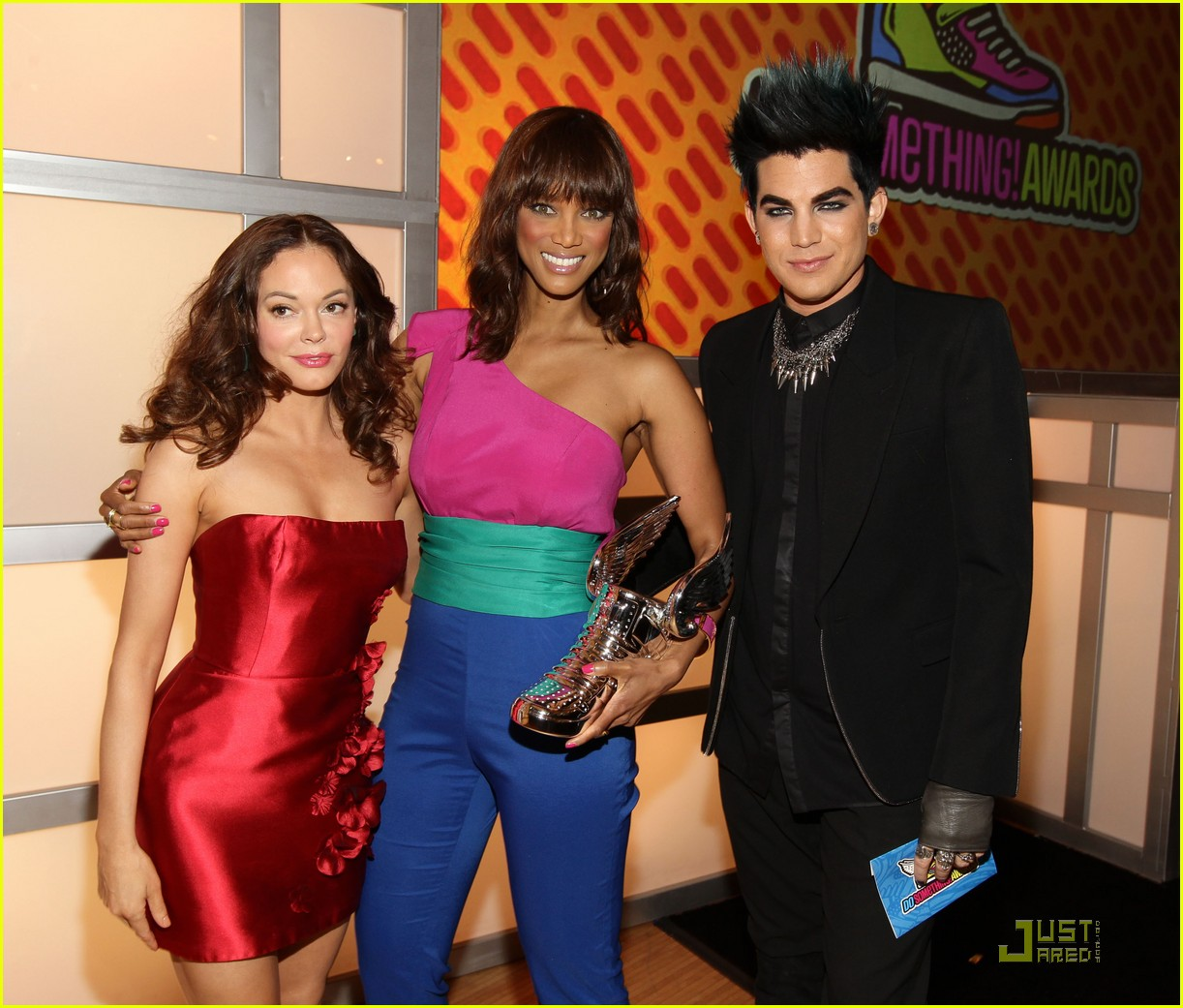 tyra banks do something awards 2011 08