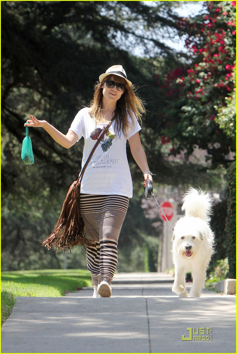 olivia wilde dog day 01