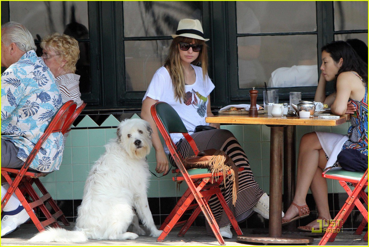 olivia wilde dog day 03
