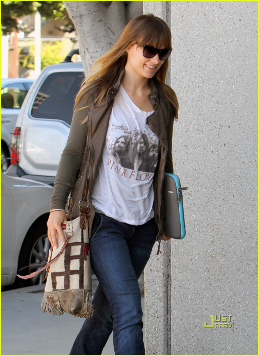 olivia wilde office building 042566599