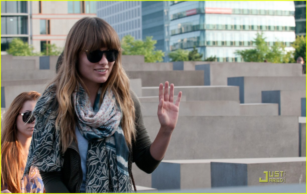 olivia wilde sightseeing berlin 11