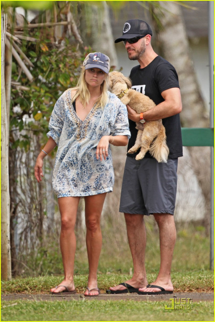 reese witherspoon back in brentwood 022572552