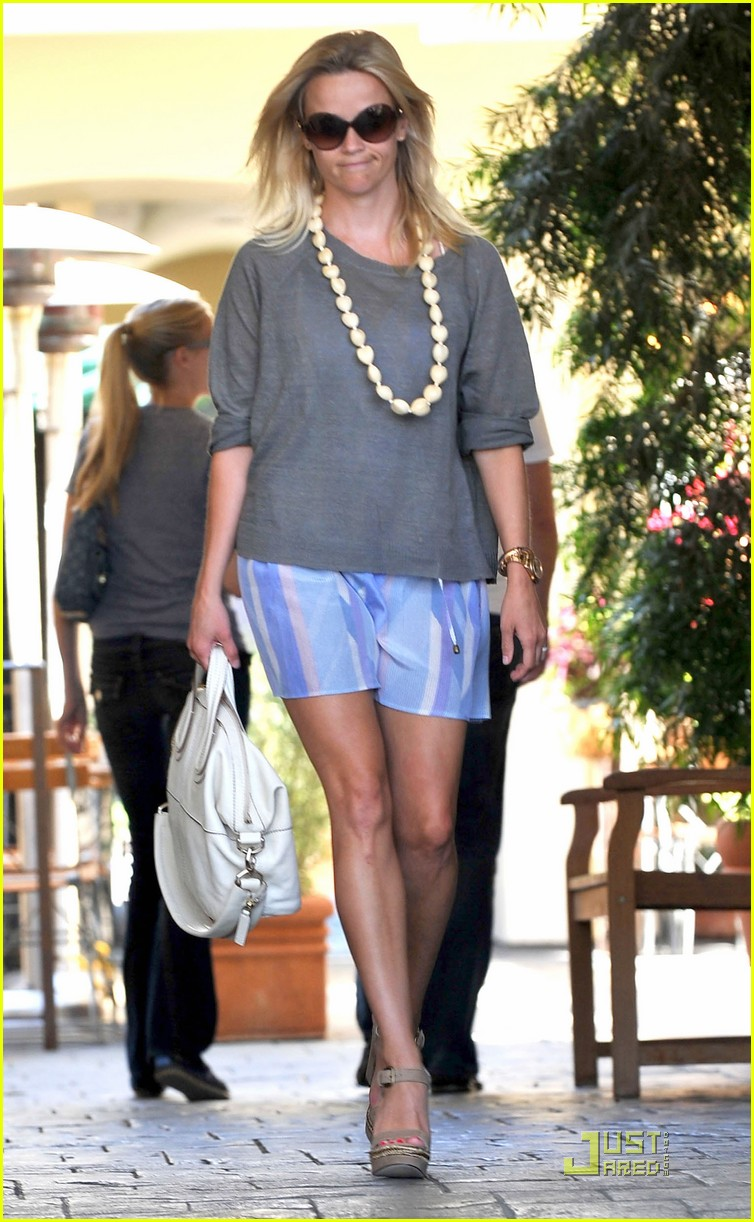 reese witherspoon back in brentwood 062572556