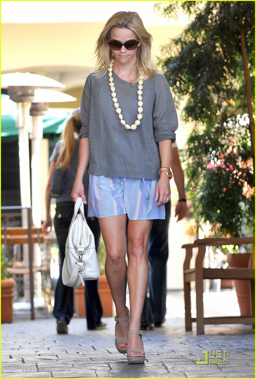 reese witherspoon back in brentwood 072572557