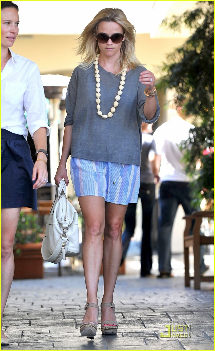 reese witherspoon back in brentwood 082572558
