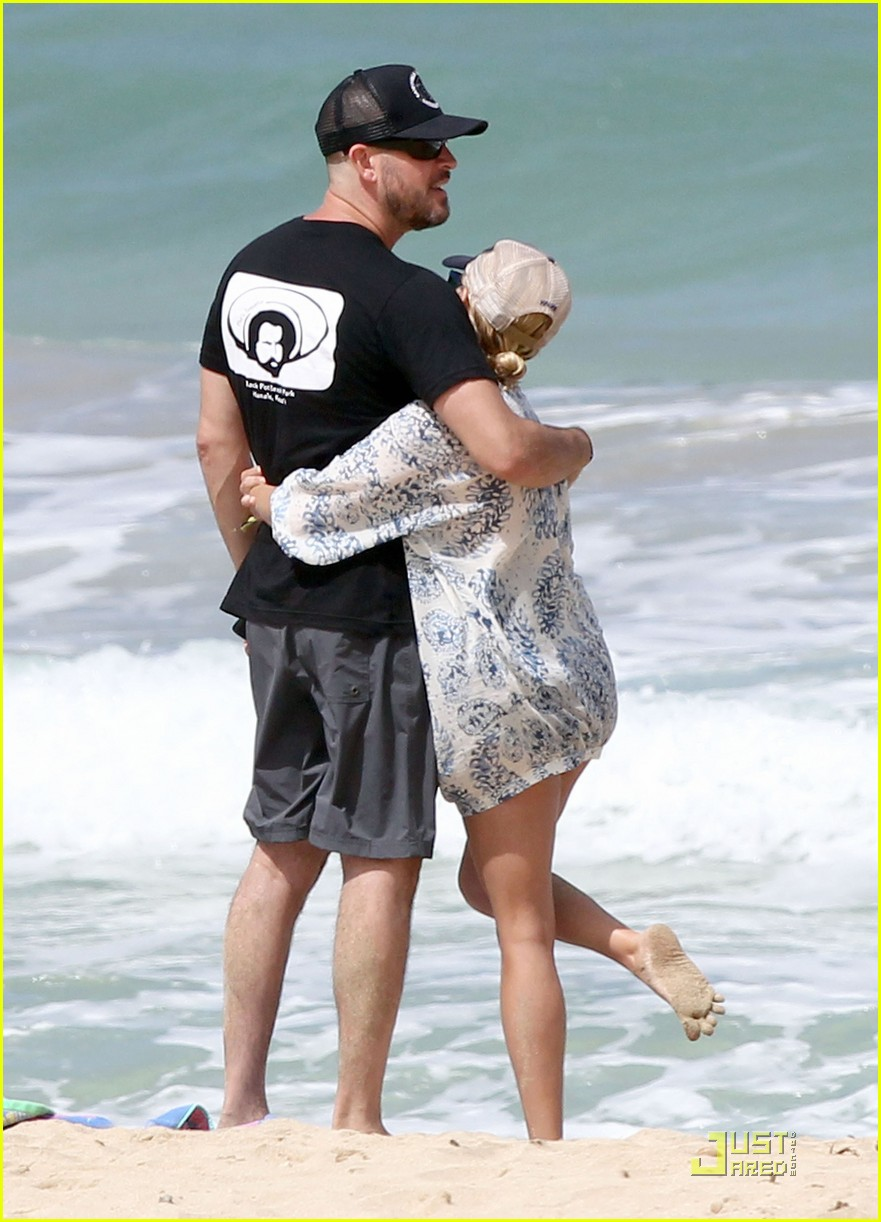 reese witherspoon jim toth hawaiian beach vacation 08