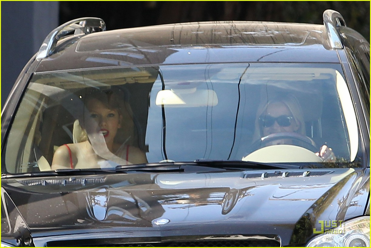 taylor swift and reese witherspoon lunch date 01