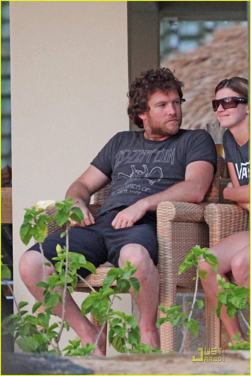 sam worthington shirtless with new girlfriend 062565435