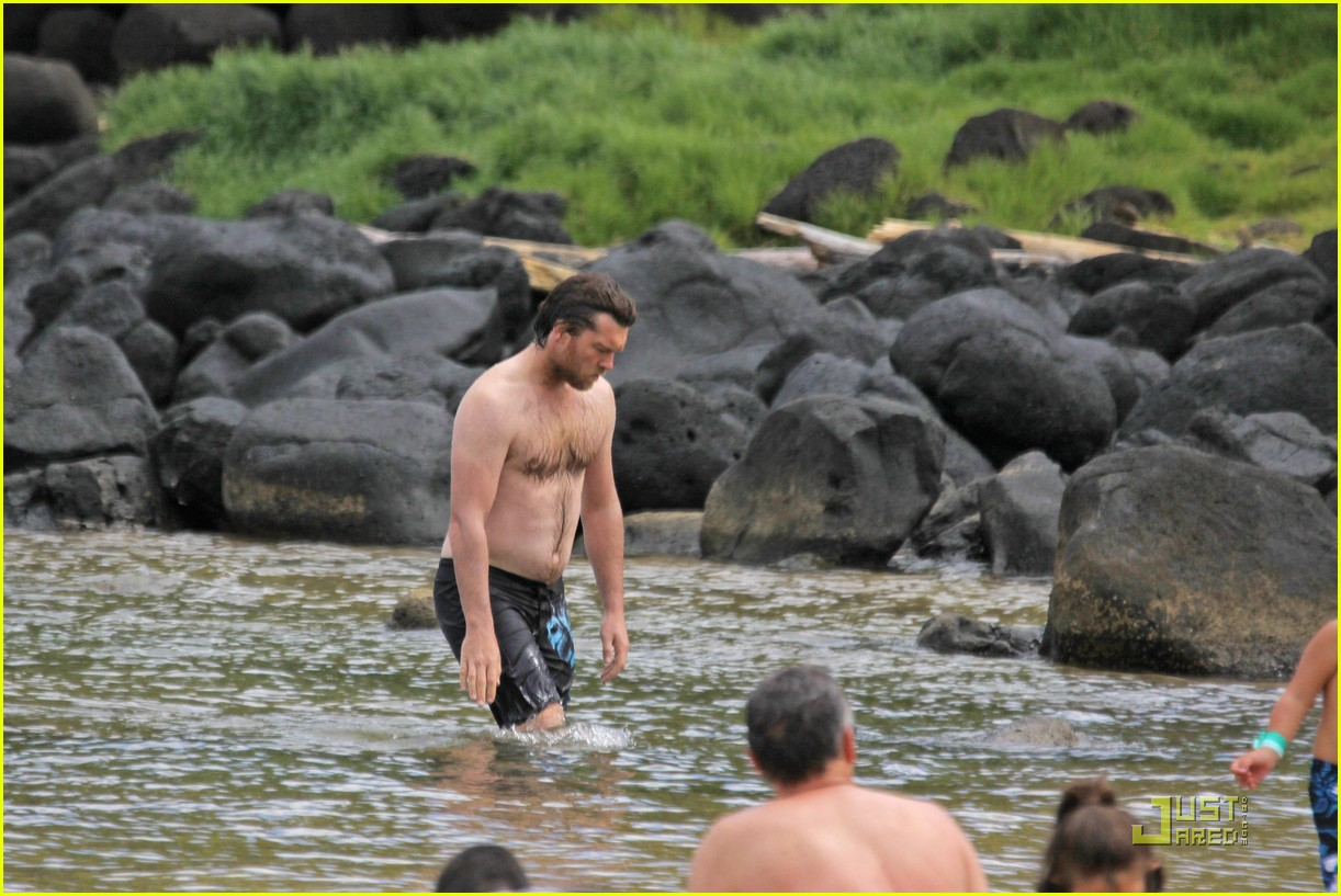 sam worthington shirtless with new girlfriend 112565440