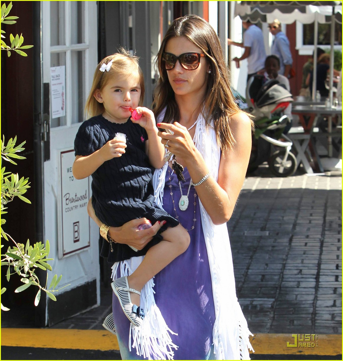alessandra ambrosio anja brentwood country mart 062575530