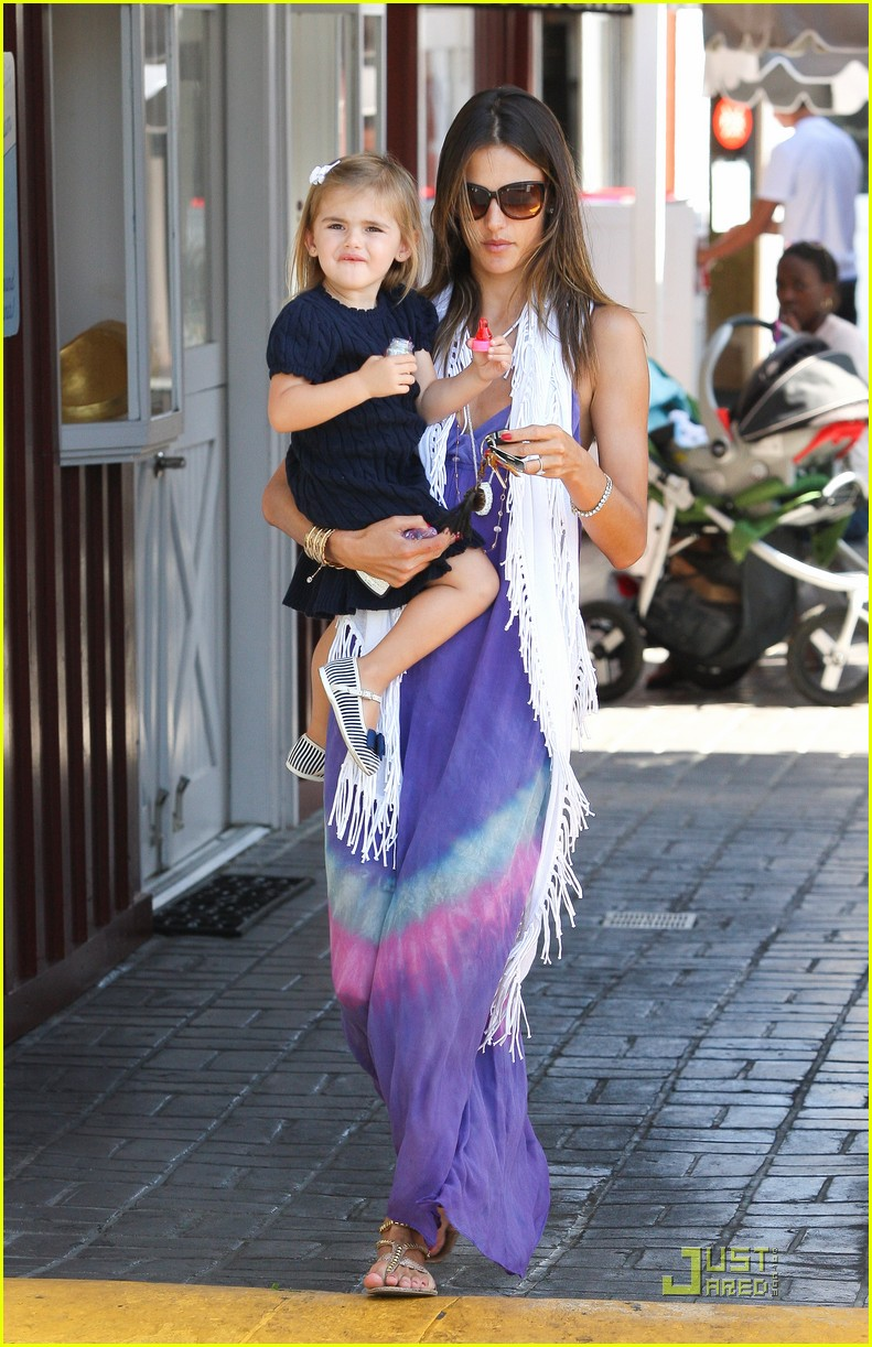 alessandra ambrosio anja brentwood country mart 112575535