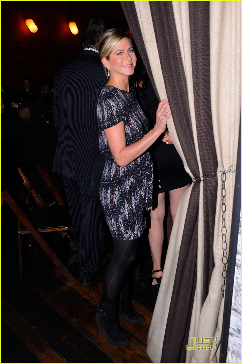 jennifer aniston haiti dinner 022583315