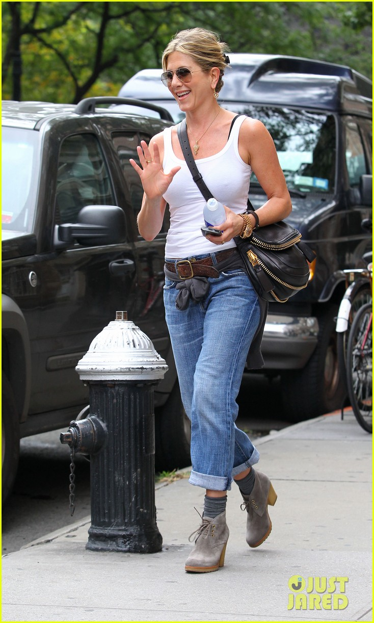 jennifer aniston white tank 032584863