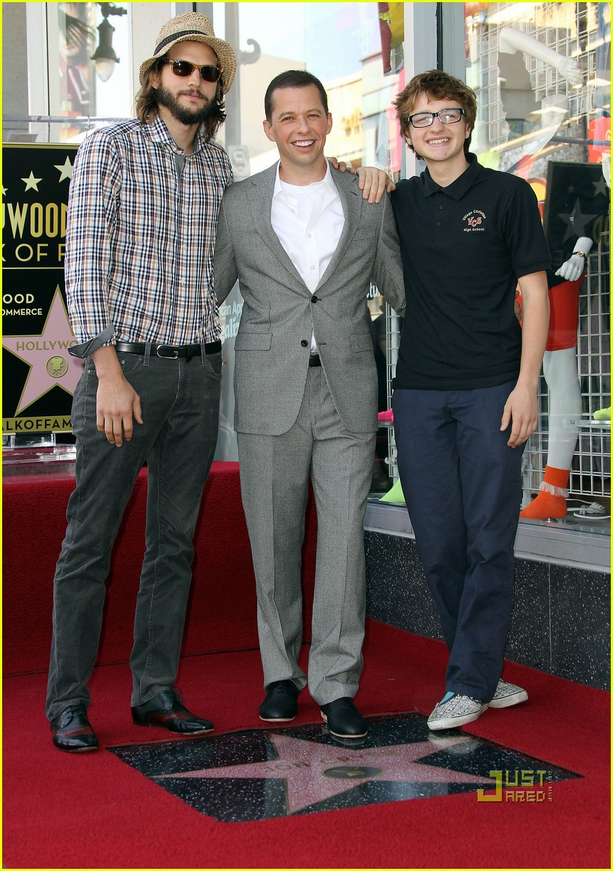 ashton kutcher jon cryer star 032582288
