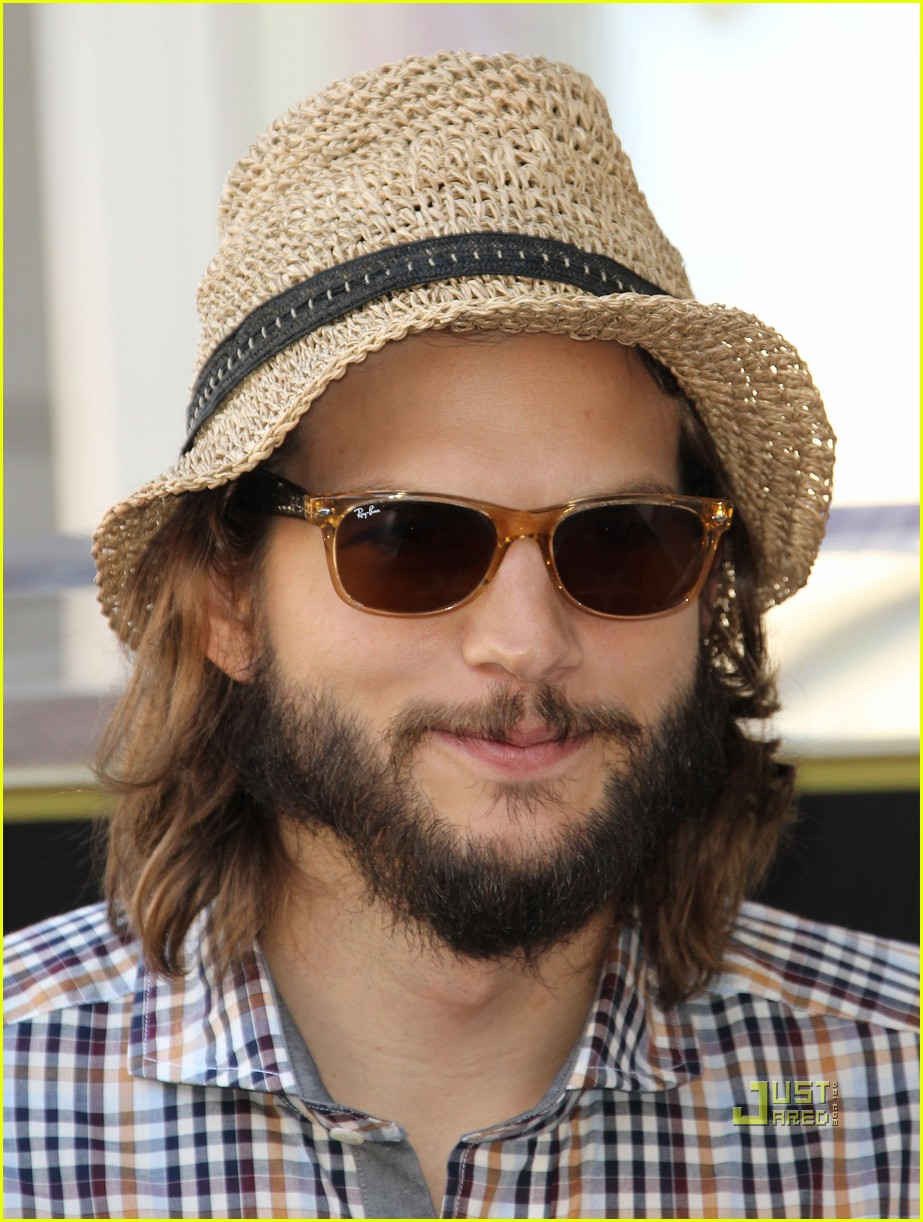 ashton kutcher jon cryer star 042582289