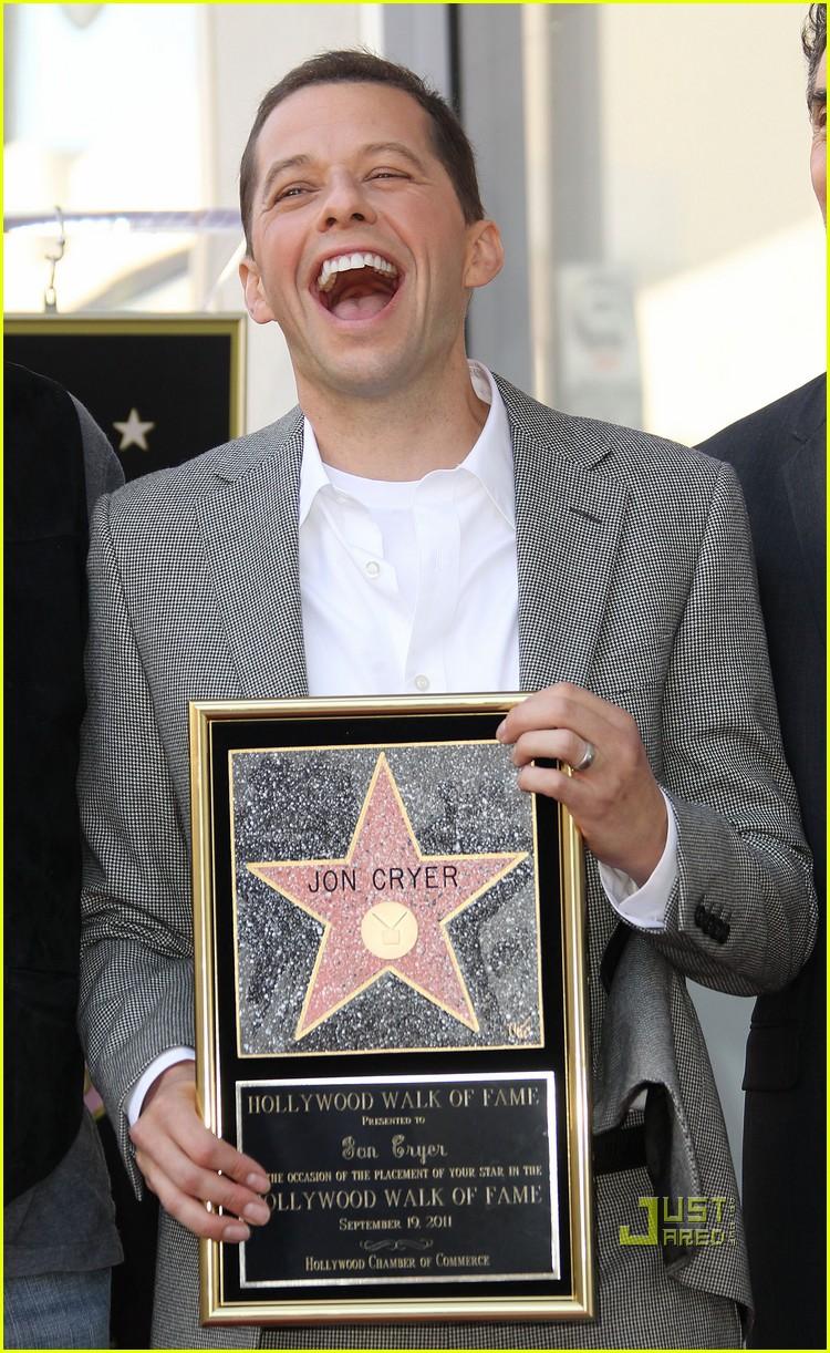 ashton kutcher jon cryer star 082582293