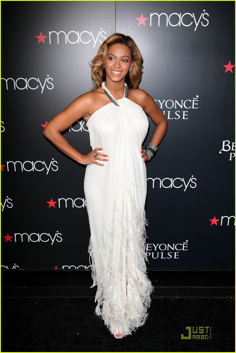 beyonce promotes pulse at macys 012582824