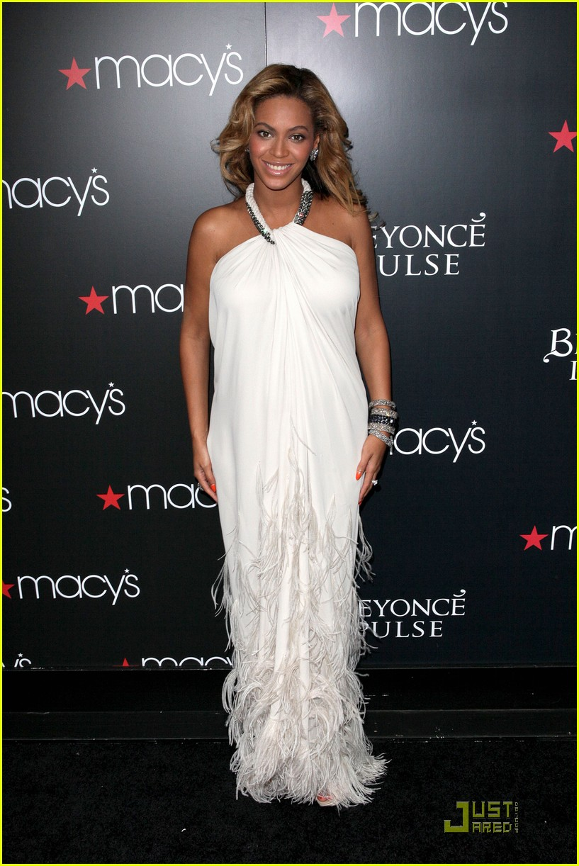 beyonce promotes pulse at macys 082582831
