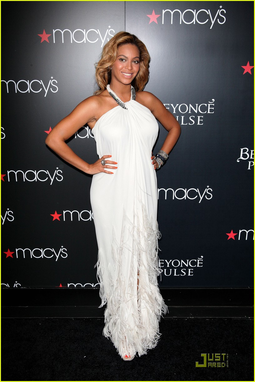 beyonce promotes pulse at macys 092582832