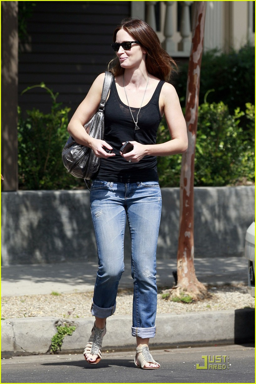emily blunt lunch with friend 022583542