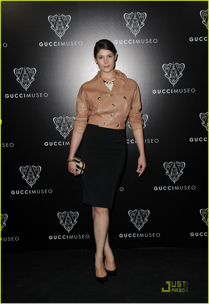 emily browning max irons gucci museo 032584427