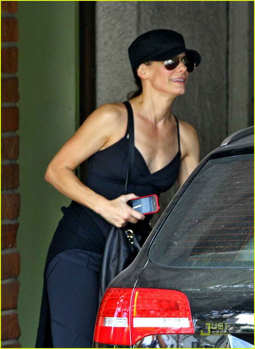 sandra bullock works out 042582984