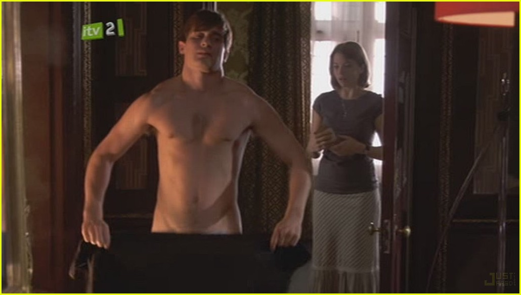 christian cooke shirtless 03