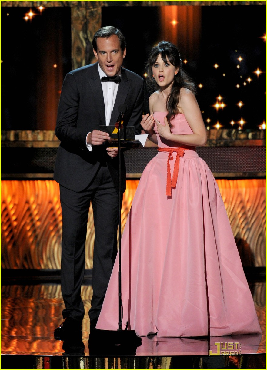 zooey deschanel emmys 2011 presenter 01