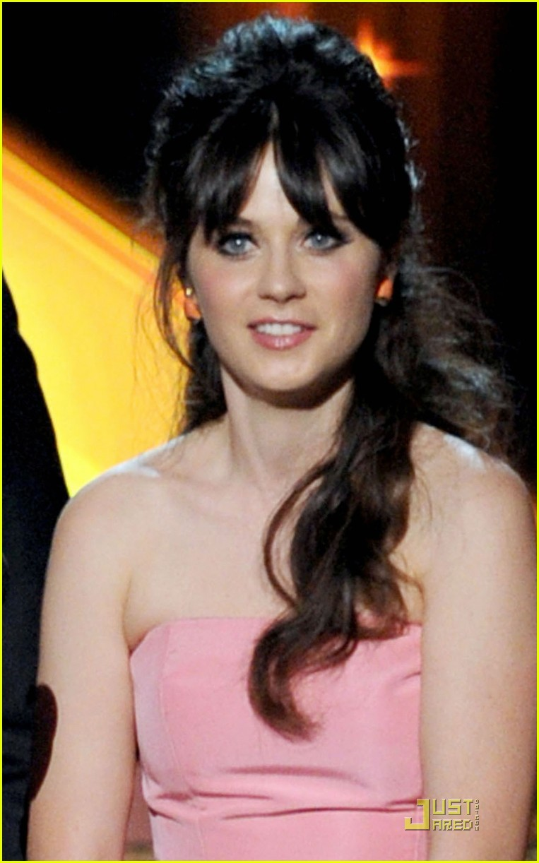 zooey deschanel emmys 2011 presenter 02