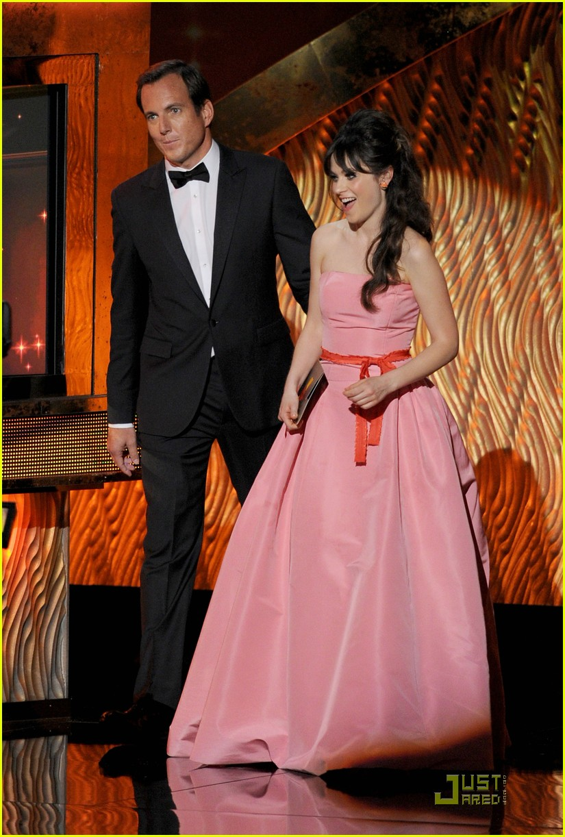 zooey deschanel emmys 2011 presenter 03