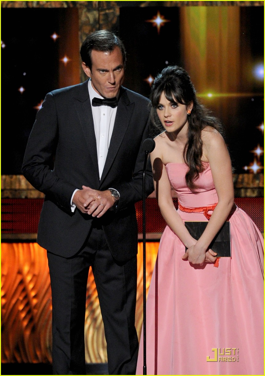 zooey deschanel emmys 2011 presenter 052581687