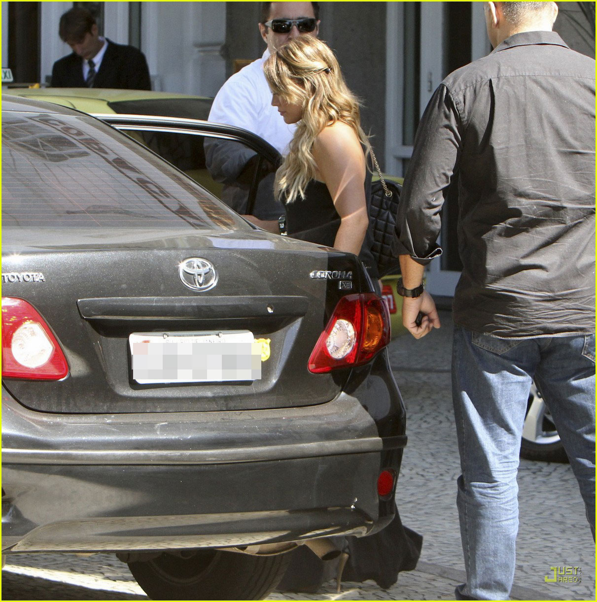 pregnant hilary duff brazil hotel 02