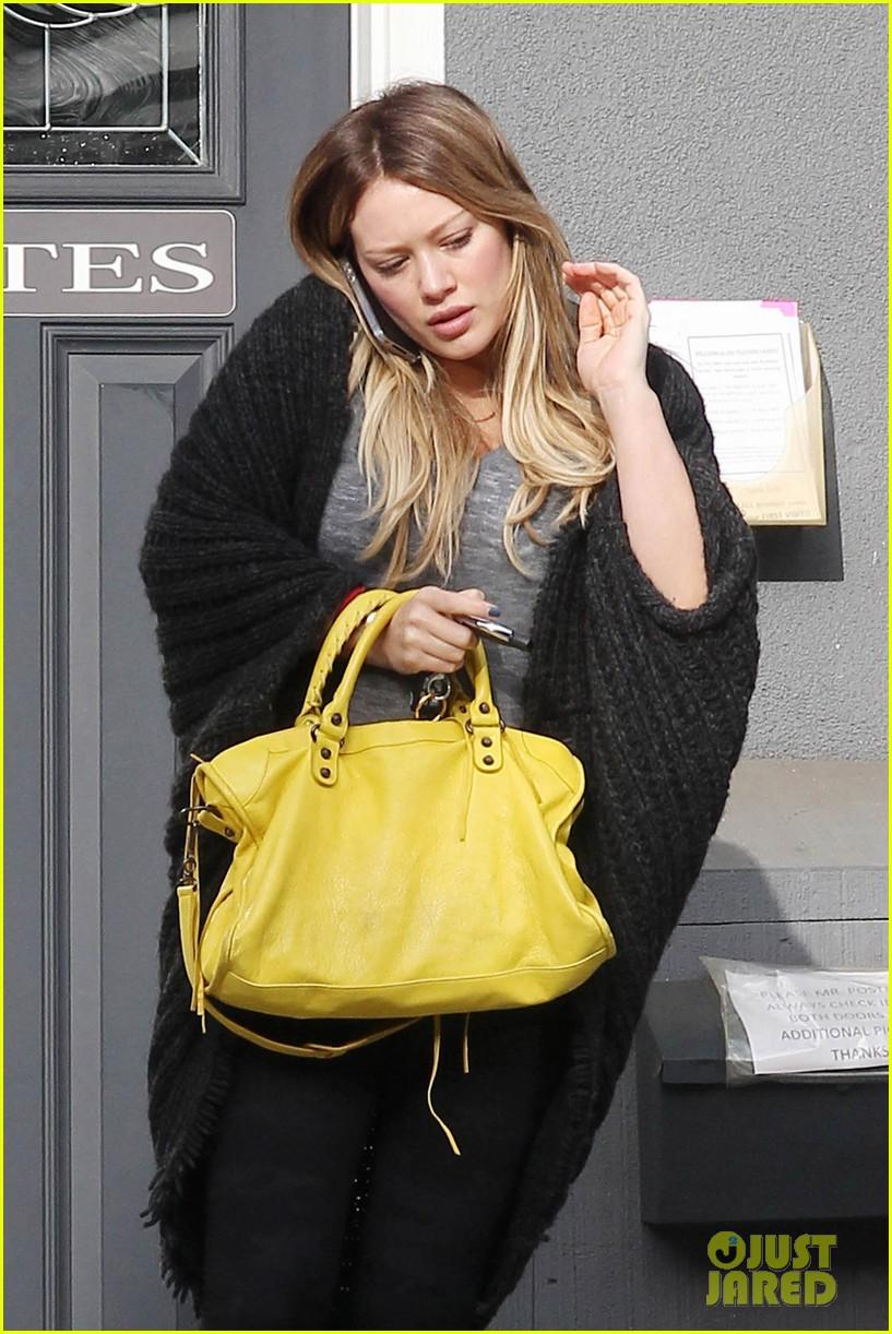 hilary duff yellow purse pilates 012585215