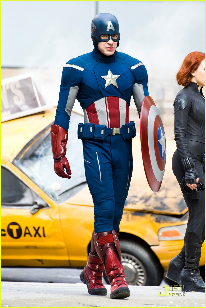 scarlett johansson chris evans jeremy renner avengers park ave 03