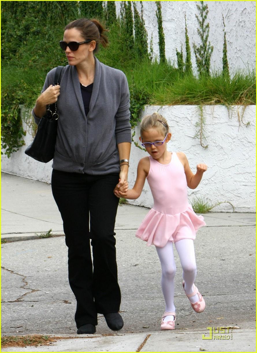 violet seraphina affleck jennifer garner ballet babies 012578653